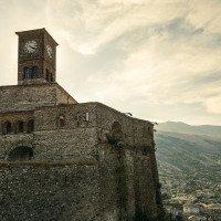 Výhled z hradeb na Gjirokastër