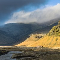 Vulkán Eyjafjallajökull se schovává v mracích.