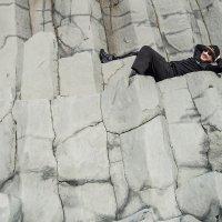 Pláž Reynisfjara - opalovačka na čedičových sloupech