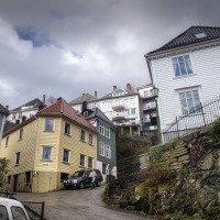 Typické norské bydlení v kopci. Norové mají slušnou fyzičku