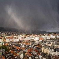 Typické bergenské počasí  - slunečno a do toho kroupy