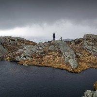 Na vrcholu Blåmanen je spousta jezírek.