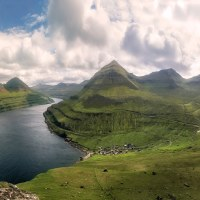 180° panorama, vpravo nejvyšší hora Slaettaratindur. Jeden z nejhezčích výhledů.
