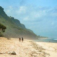 Dlouhá pláž Nyang-Nyang s minimem lidí