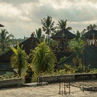Tyto detaily se mi na Bali líbí - i střechy jsou zdobené