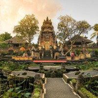 Ubud - Vodní palác s jezírky s lekníny