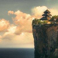 Chrám Uluwatu - můžete ho vidět jen z dálky, k samotnému chrámu mají přístup jen věřící