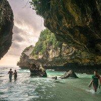 Uluwatu - pláž Suluban - skvělá na koupání i surfování