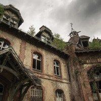 Jedna z mnoha budov Sanatoria Beelitz