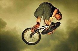 Nasvícení bikera tak aby se srovnal s jasem oblohy