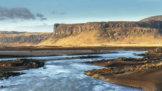 Selektivní doostření - voda není doostřená vůbec, aby vlnky nevypadali jako oraniště. Jižní Island