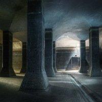 Kužely světla z otevřeného poklopu a armaturní komory