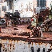 Holešovický přístav se spoustou rezavých lodí