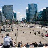 La Défense - byznysmeni mají zrovna pauzu na oběd