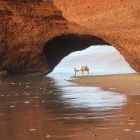 Pláž Legzira se skalními mosty