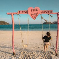 houpačka na pláži Tanjung-Aan