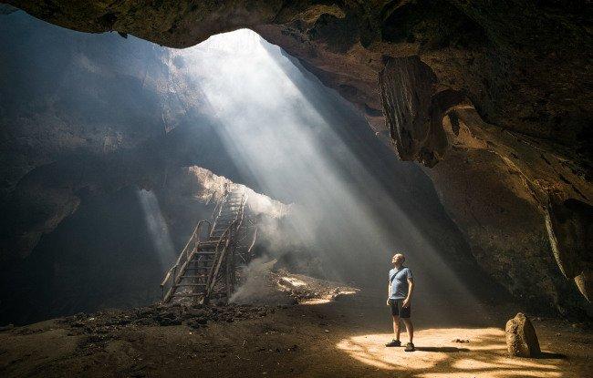 Lombok - jeskyně Bangkang  plná netopýrů.