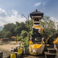 Pura batu bolong - chrám na pláži