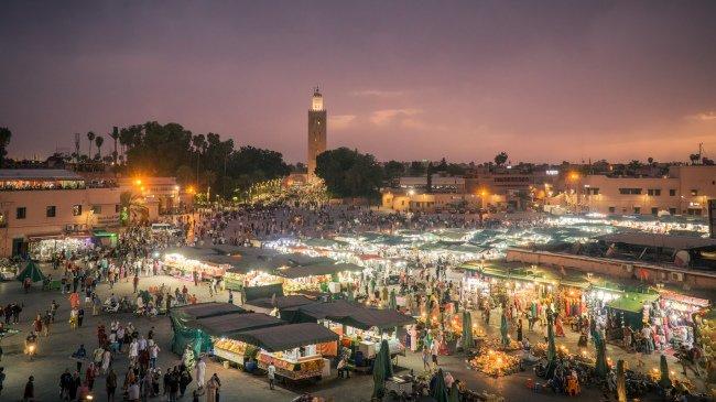 Hlavní náměstí Jemaa-el-fna je v podstatě obrovská tržnice.