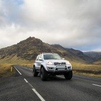 Na Islandu je hodně nezpevněných cest, takže si lze půjčit pořádné auto.