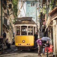 V uličkách jezdí tramvaje hodně natěsno
