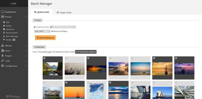 Správa fotek v Piwigo. Jednotlivé fotky si označíte a dávkově je můžete např. otagovat.