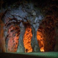 Součástí zahrady je i umělá jeskyně