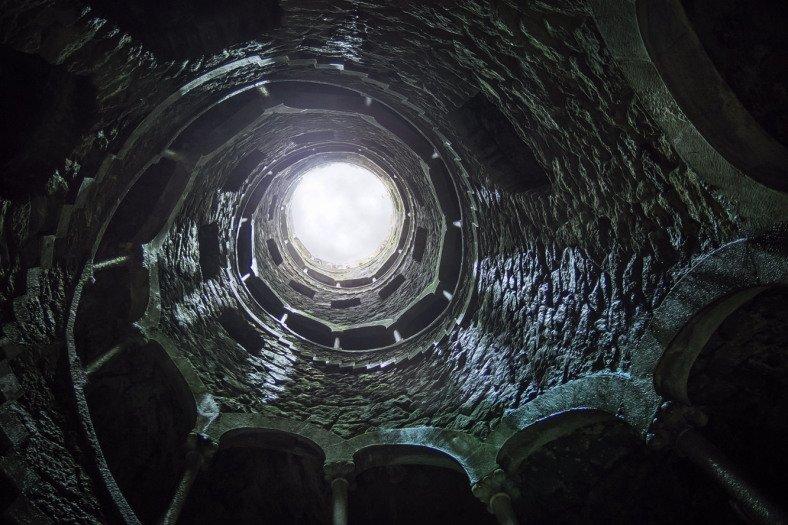 Jeskyně ústí do podzemní věže