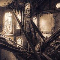 Ruina kostela v jetřichovických lesích