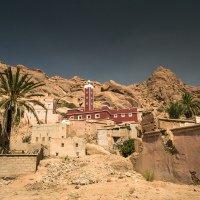 Městečko Tafraoute je obklopeno ze všech stran skalami