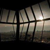 Výhled z věže na dráhu