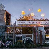 Fastfood šlehající plameny